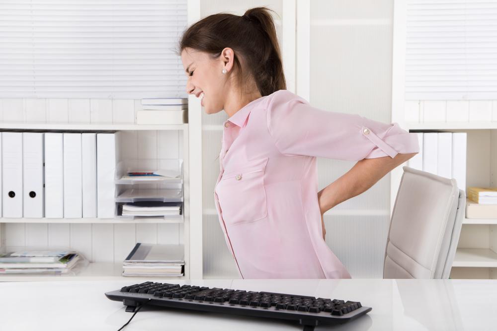 Aká je ideálna poloha pri sedavej práci?