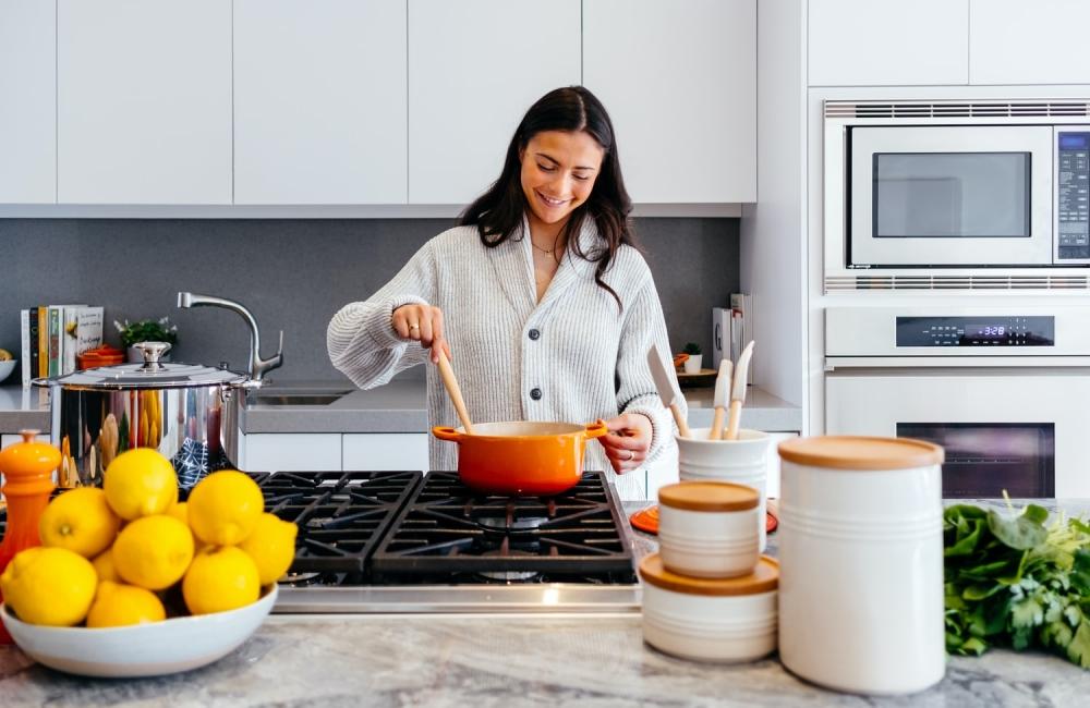 Zjednodušte si prípravu jedál a varenie s kvalitnou pracovnou doskou do kuchyne